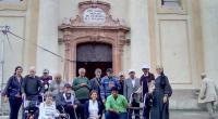 Prijímatelia sociálnej služby spoločne so zamestnancami pred Bazilikou Sedembolestnej Panny Márie